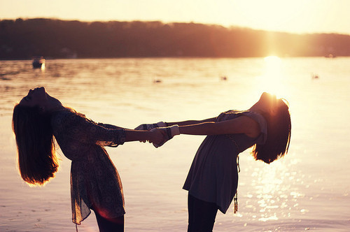 friends-girls-happy-photograph-photography-wow-favim-com-83580